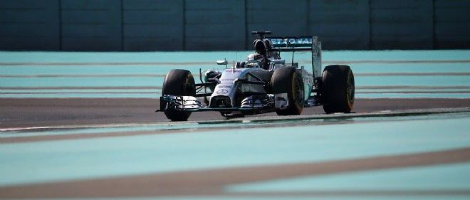 Leader du championnat du monde, Lewis Hamilton a signé le meilleur temps de la première séance d'essais libres devant son coéquipier Nico Rosberg.