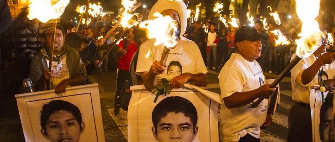 Des heurts se sont produits jeudi soir entre des groupes de manifestants et la police antiémeute face au palais national, au centre de Mexico.