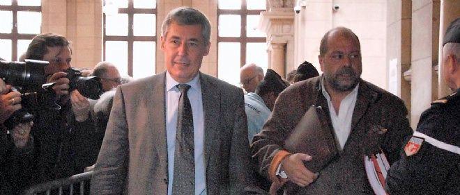 Henri Guaino et son avocat, Me Dupond-Moretti, lors de son procès en première instance au tribunal correctionnel de Paris.