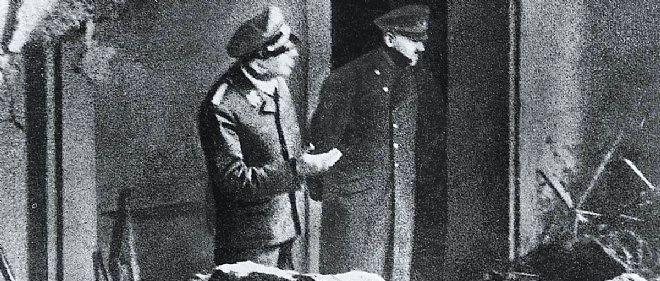 Dernière image, Hitler (à dr.) et son aide camp Julius Schaub dans les ruines de la chancellerie de Berlin.
