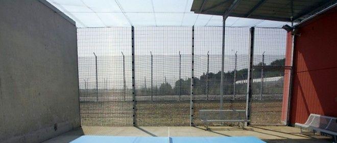 Le centre de rétention administrative de Toulouse, implanté au bout des pistes de l'aéroport de Toulouse-Blagnac, peut accueillir 126 personnes.