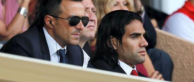 Radamel Falcao et Jorge Mendes le 30 août 2014 au stade Louis II à Monaco.