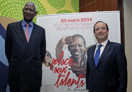 Abdou Diouf premier secrétaire général de l'OIF et le président français François Hollande, le 20 mars 2014 à Paris © Jacky Naegelen Pool/AFP/Archives