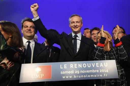 Bruno Le Maire salue ses partisans après avoir obtenu la 2e place lors du scrutin pour désigner le président de l'UMP, le 29 novembre 2014 à Paris © Thomas Samson AFP