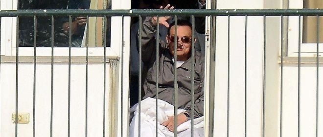 Hosni Moubarak est toujours en détention dans un hôpital militaire au Caire en Égypte.