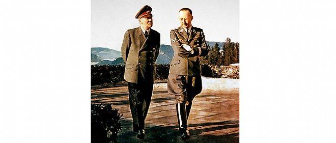 Heinrich Himmler avec Hitler en 1944. Après l'attentat du 20 juillet, il reçoit des pouvoirs accrus.