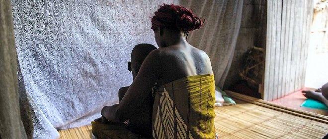 Une étude de l'université de Harvard estime que plus de 330 000 personnes sont mortes du sida faute de traitement entre 2000 et 2005.