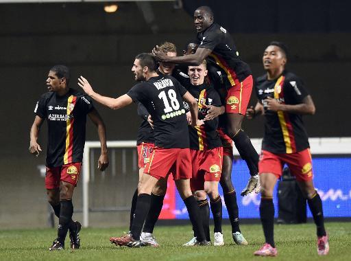 Les joueurs de Lens, en fusion, après un but contre Montpellier, le 13 décembre 2014 au stage Altrad ©  AFP