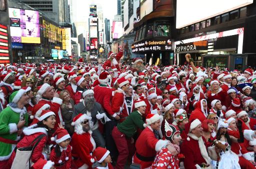 """Rassemblement de """"Pères Noël"""" à Times Square, à New York, le 13 décembre 2014 © Don Emmert AFP"""
