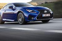 Stricte propulsion animée par un gros V8 atmosphérique, la Lexus RC-F fait figure de dernier des mohicans chez les constructeurs premium.