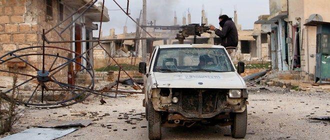Al-Nosra et des groupes islamistes ont mis la main sur 35 chars et 20 transports de troupes remplis de munitions.