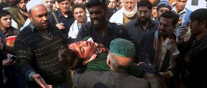 L'attaque, revendiquée par les rebelles islamistes du Mouvement des talibans du Pakistan (TTP), a profondément choqué dans le pays comme à l'étranger.