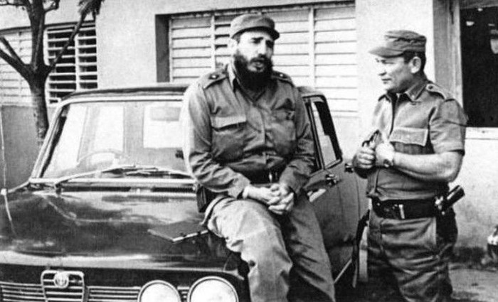 Fidel assis sur une Alfa, plus politiquement correcte qu'une américaine ©  DR