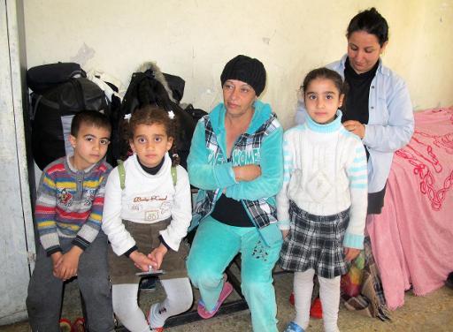 Une famille de chrétiens chaldéens ayant fui les persécutions de l'EI a trouvé refuge dans une salle de classe près d'une d'une église à Bagdad (Irak) le 23 décembre 2014 © Sabah Arar AFP