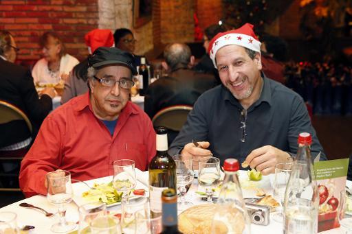 Des convives lors du repas organisé par l'association Les Petits Frères des Pauvres, le 25 décembre 2014 à Paris © Patrick Kovarik AFP