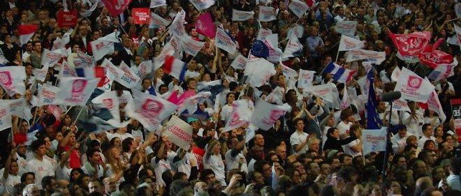 Des militants socialistes venus encourager François Hollande au Bourget, en janvier 2012.