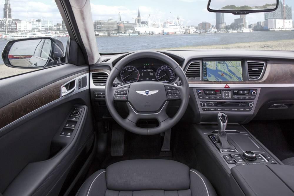 On a un peu l'impression que les BMW ont beaucoup plu au designer intérieur ©  DR