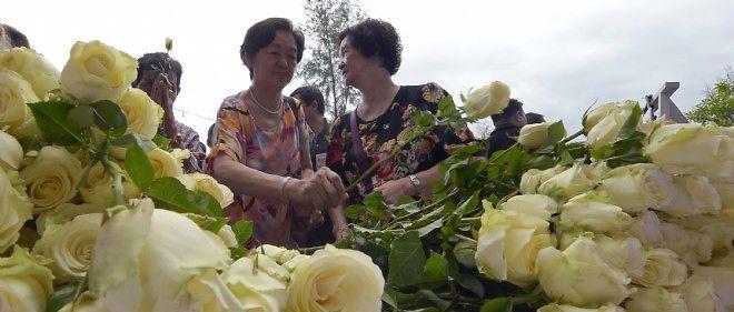 Cérémonie d'hommage aux victimes du tsunami dans un village en Thaïlande.