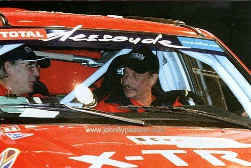 Johnny Hallyday, lors du Dakar 2002. ©  DR