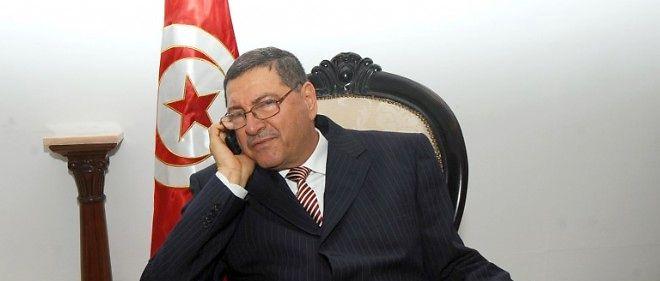 L'ex-ministre tunisien de l'Intérieur Habib Essid, qui a occupé plusieurs postes sous le dictateur déchu Ben Ali, a annoncé lundi qu'il avait été chargé par le président Béji Caïd Essebsi de former un gouvernement.