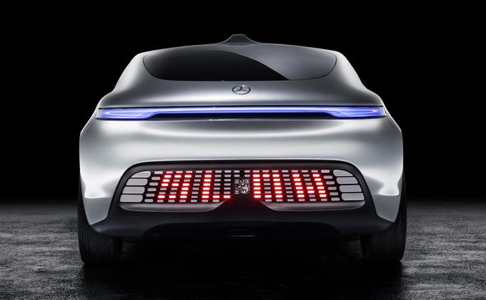 Rappel à l'ordre pous les distraits ©  Daimler