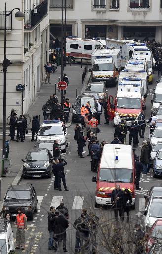 Le siège de Charlie Hebdo après l'attaque du journal qui a fait 12 morts, à Paris le 7 janvier 2015 © Martin Bureau AFP