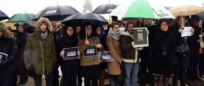 """La France a observé une minute de silence jeudi à midi en hommage aux victimes de l'attentat contre le journal """"Charlie Hebdo"""", qui a fait 12 morts mercredi à Paris."""