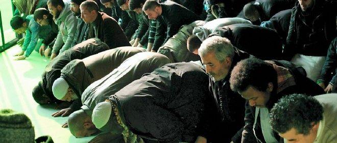 Les musulmans de Paris demeurent choqués par la vague d'attentats en France.