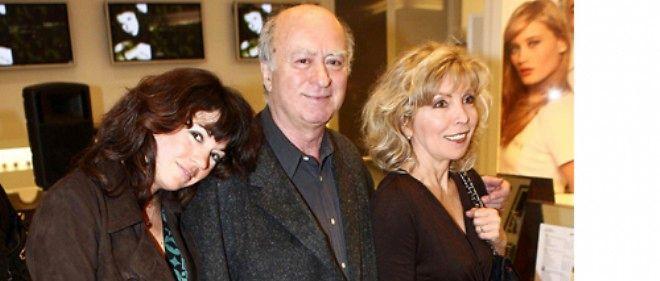 Elsa Wolinski (à gauche) avec ses parents, en 2006.