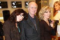 Elsa Wolinski (à gauche) avec ses parents, en 2006. ©LORENVU/SIPA