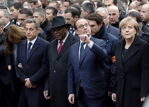 """De gauche à droite: l'ancien président français Nicolas Sarkozy, le président du Mali Ibrahim Boubacar Keita, le président français François Hollande, la chancelière allemande Angela Merkel, lors de la """"marche républicaine"""", le 11 janvier 2015 à Paris © Bertrand Guay AFP/Archives"""