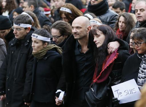 Richard Malka au milieu des proches des victimes des attaques terroristes, lors la marche républicaine le 11 janvier 2015 à Paris © Patrick Kovarik AFP