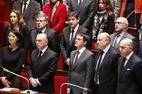 Manuel Valls à l'Assemblée nationale lors de la Marseillaise entonnée par tous les députés. ©FRANCOIS GUILLOT