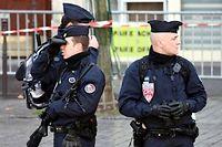 Photo d'illustration. Des membres des forces de l'ordre sécurisent la marche républicaine contre le terrorisme dimanche à Paris.