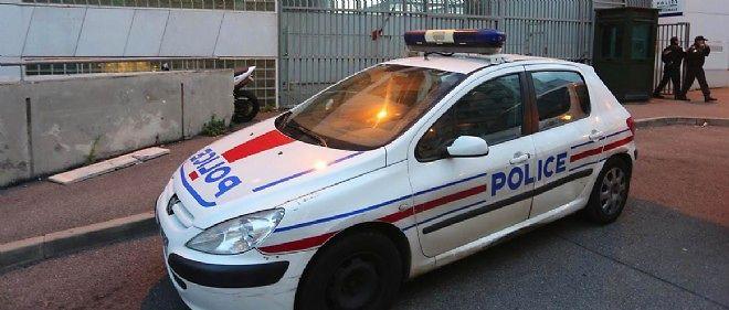 Une policière a été renversée par un chauffard à Paris, dans la nuit de mercredi à jeudi.