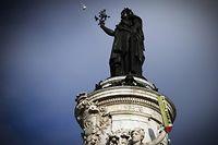 Place de la République, un stylo