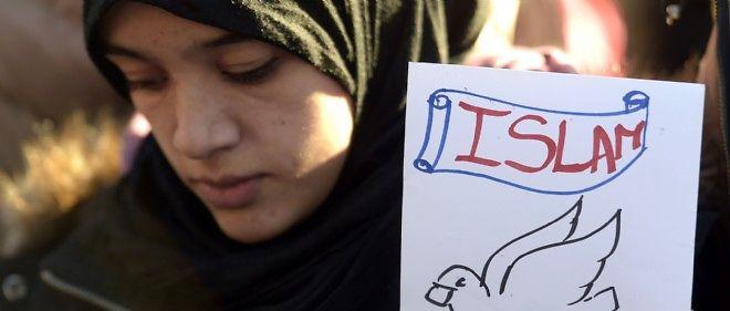 Le 11 janvier 2015, une musulmane montre son soutien aux victimes des attaques en Ile-de-France.