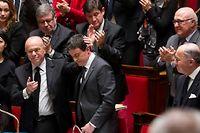 Debout, les députés applaudissent le Premier ministre après son discours à l'Assemblée nationale, le 13 janvier. ©Francois Lafite/Wostok Press