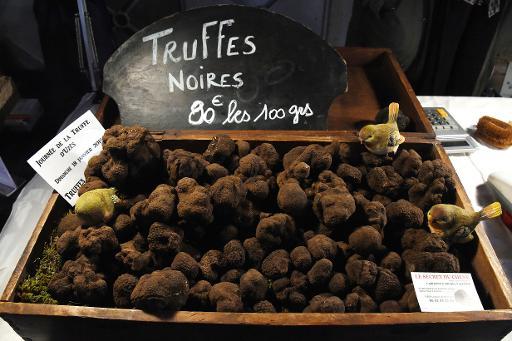 Des truffes noires en vente au marché d'Uzès, le 18 janvier 2015 © Pascal Guyot AFP