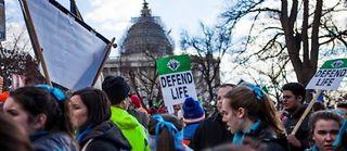 Marche contre l'avortement le 22 janvier à Washington DC. Les élus républicains ont dû mettre de l'eau dans leur vin devant l'opposition de leur collègues féminines. ©Samuel Corum/Anadolu/AFP
