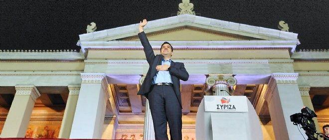 Alexis Tsipras célèbre la victoire de Syriza devant l'université d'Athènes, le 25 janvier.