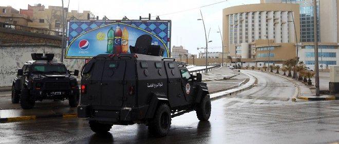 L'hôtel Corinthia est encerclé par les forces de sécurité, le 27 janvier 2015.
