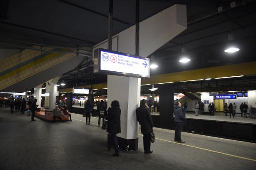 Des usagers du RER A à la station Val de Fontenay à Fontenay-sous-Bois, dans le Val-de-Marne, le 29 janvier 2015 © Martin Bureau AFP