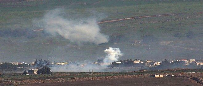 De la fumée s'échappe d'un village libanais à la frontière avec Israël après les bombardements de l'État hébreu le 28 janvier 2015.