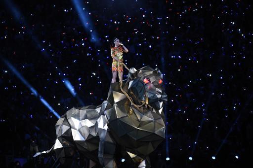 La chanteuse Katy Perry sur scène durant le Super Bowl, le 1er février 2014, à Glendale, en Arizona © Timothy A. Clary AFP