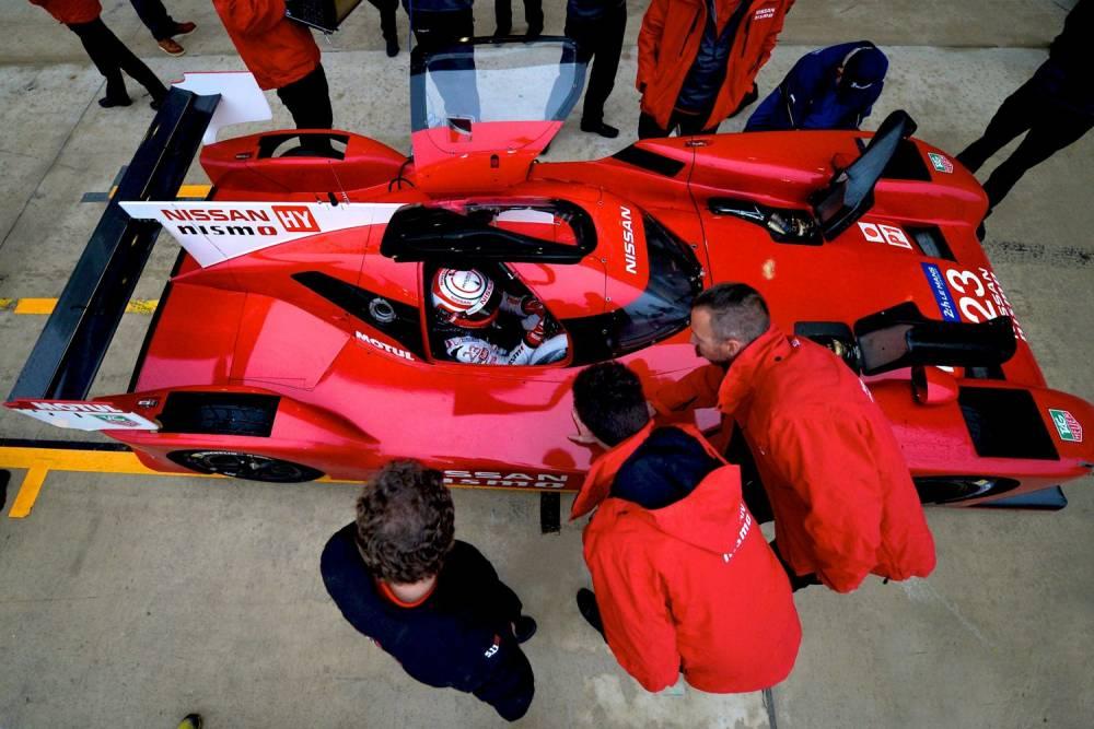 Le V6 3 litres biturbo entraîne d'abord les roues avant, et éventuellement les arrière si le besoin s'en fait sentir. ©  Nissan