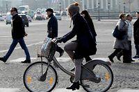 Plutôt que de décider d'aller au travail en vélo, choisissez d'abord un jour de la semaine, puis progressez pas à pas. ©Bertrand Guay / AFP