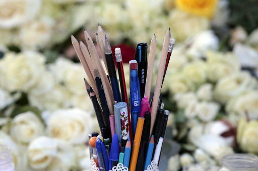 Fleurs et stylos en hommage aux victimes, place de la République  le 21 janvier 2015 à Paris © Joel Saget AFP/Archives