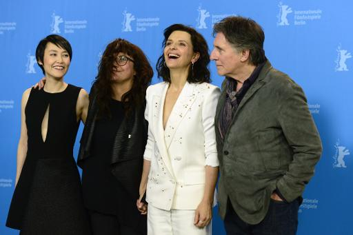 """les acteurs Juliette Binoche et Gabriel Byrne lors d'un photocall pour le film """"Personne n'attend la nuit"""" le 5 février 2015 à la Berlinale © John MacDougall AFP"""