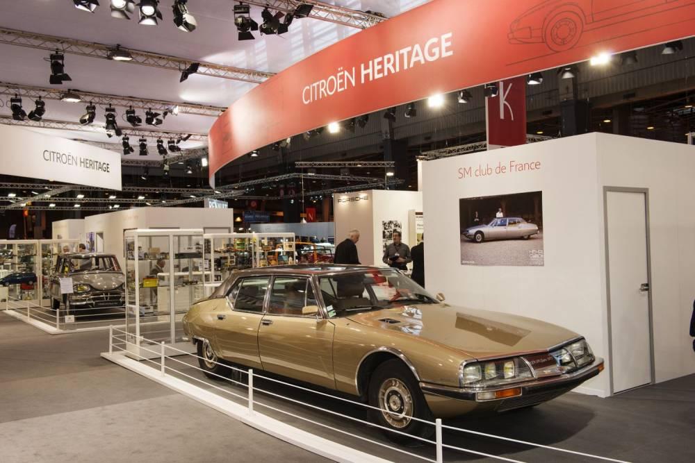 Si la star du stand Citroën reste la DS, la SM fait toujours son petit effet. ©  CITROEN